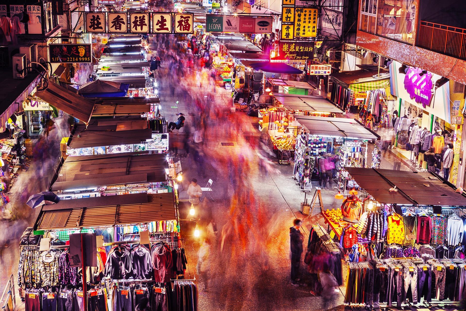 Shoppen im Paradies, Marktstraße und Kunden Abzocke